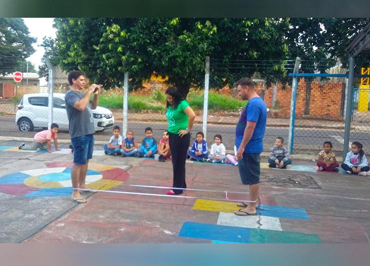 Escola João de Castro realiza projeto didático com brincadeiras tradicionais