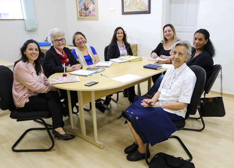 Educadores da SME  se reúnem com responsáveis pela Casa da Criança