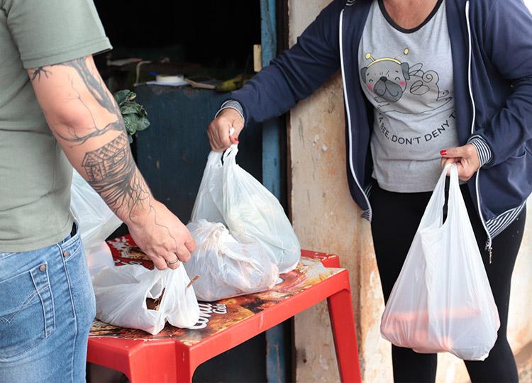 Prefeitura faz primeira entrega de kits de alimentos para alunos da Rede Municipal da Educação