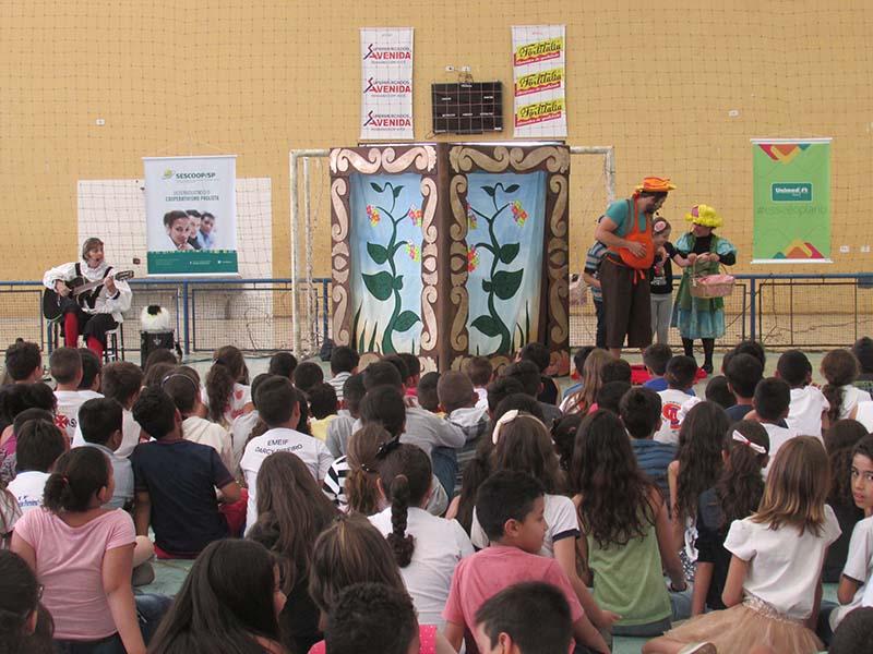 Peça teatral promove conscientização socioambiental a alunos da Rede Municipal de Educação