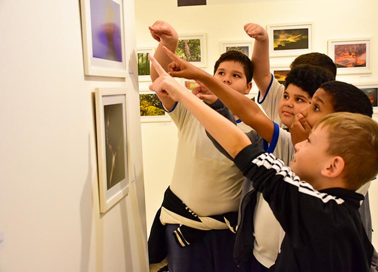 Alunos do João Mendes visitam mostra fotográfica