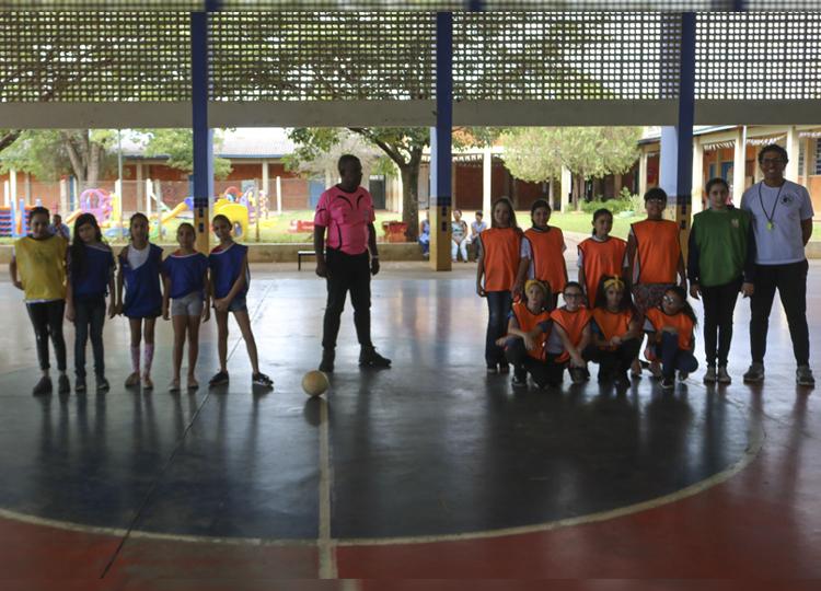 Alunas da EMEIF Alides Celeste participam da 1ª Copinha de Futsal