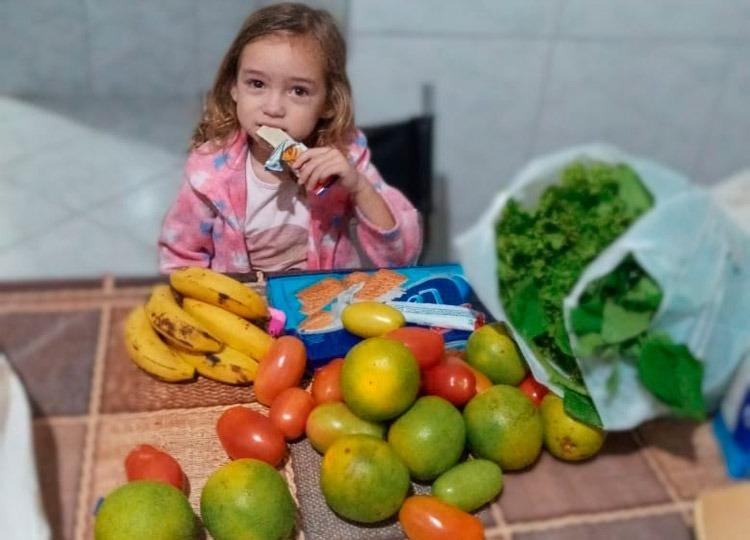 Prefeitura já distribuiu cerca de 900 kits de alimentos a alunos da Rede Municipal
