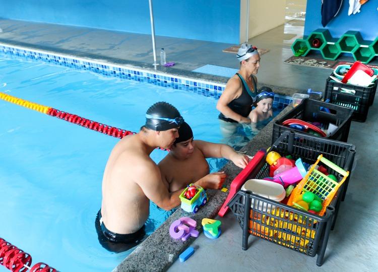 Projeto Golfinho tem sede própria e oferece aulas de natação para alunos da Educação Especial