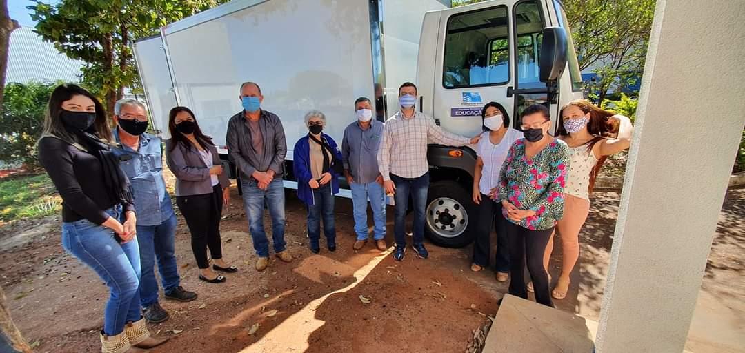 Prefeitura inaugura vestiário e entrega novo caminhão para  Cozinha Piloto