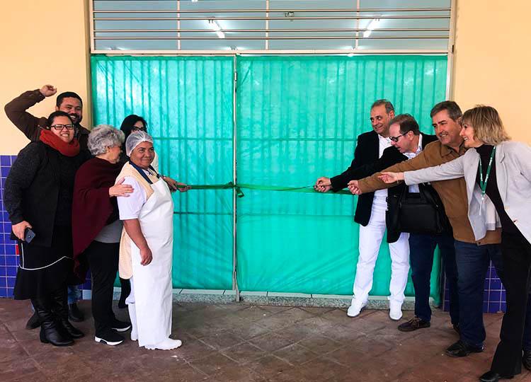 Projeto da Unimed revitaliza refeitório da escola João Luiz Galvão
