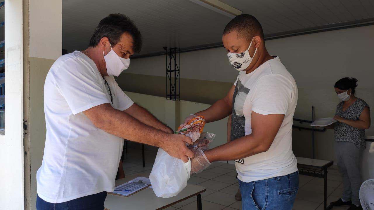 Educação entrega mais de 1mil quilos de carne aos alunos da Rede Municipal