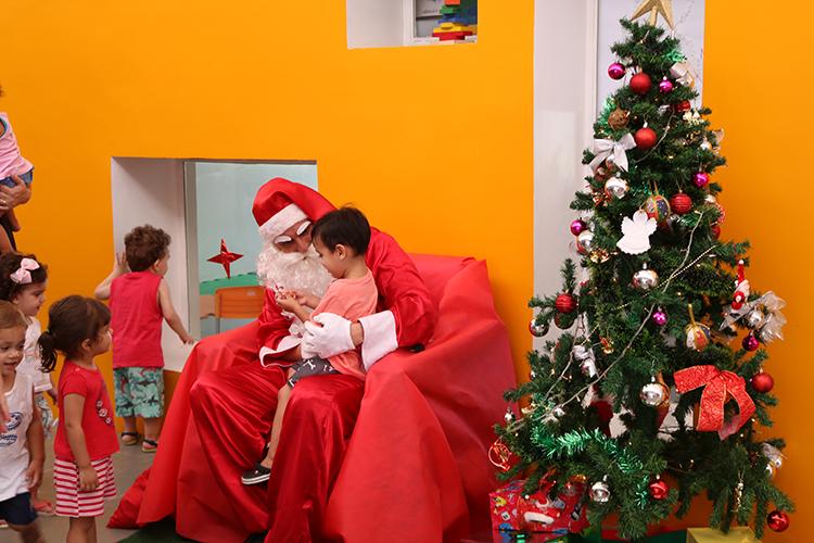Papai Noel visita alunos da EMEI Paulo Matolli